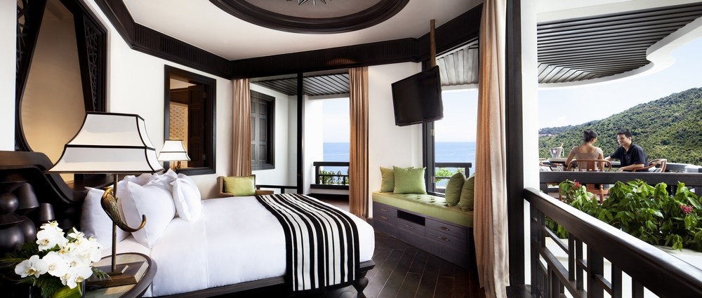 Resort Premium King guestroom with couple